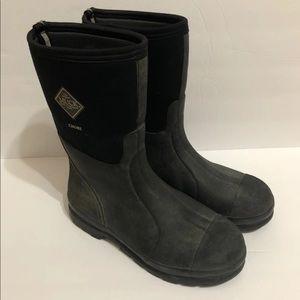 Shoes - Muck boots men 11/11.5 women 12/12.5
